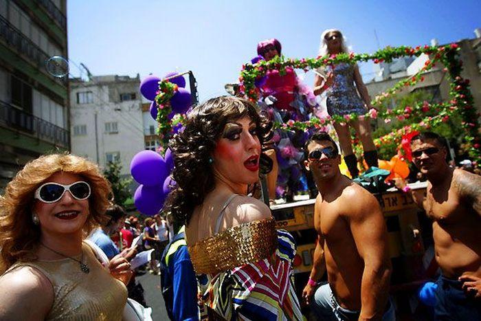 Фото с гей-парада в Варшаве. И, как же быть с незалежностью